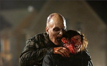 Лента «Земля мертвых» и вовсе показывает восставших умных зомби.