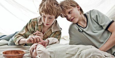 В фильме есть эпизод, когда они сами «крестят» младенца — своего третьего брата, а затем оставляют его одного без присмотра. Мальчик умирает
