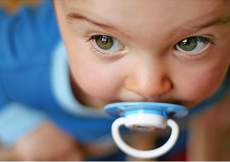 Стоит ли давать ребенку соску-пустышку? — фото 1