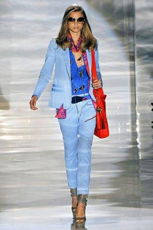 Красная сумочка Gucci коллекции весна-лето 2011 — фото 1
