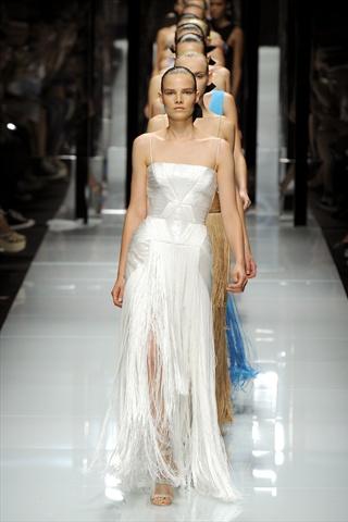 Жемчужно-белое платье от Versace — фото 2