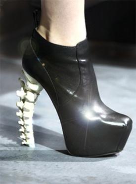 """Агрессивные туфли с каблуком """"позвоночником"""" от DSquared2 — фото 1"""