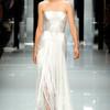 Жемчужно-белое платье от Versace