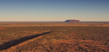 Пустыня… В дали-Улуру..