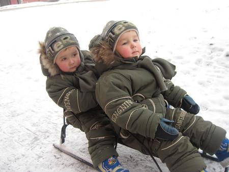 Зима в радость. Выбираем санки для двойни и погодок — фото 6