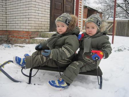 Зима в радость. Выбираем санки для двойни и погодок — фото 5