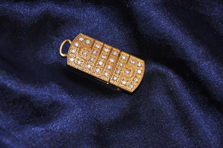Информация украшает - ювелирная флэшка со стразами от Сваровски. — фото 1