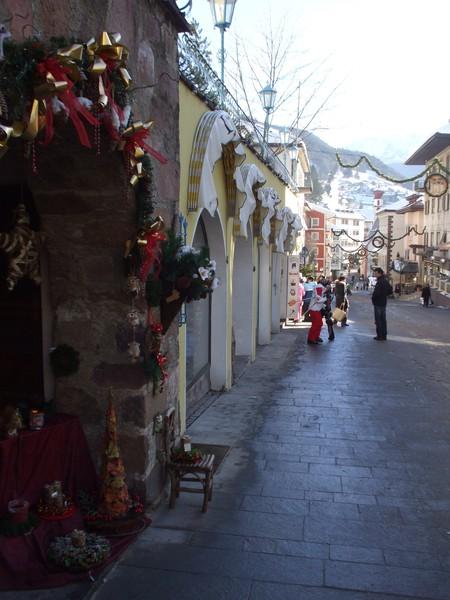 украшенные к Рождеству магазины