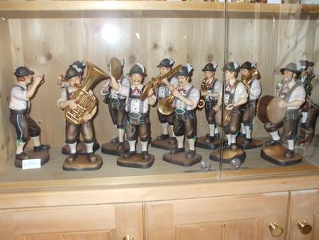 альпийские сувениры — деревянные статуэтки ручной работы (безумно дорогие!)