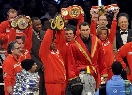 Бой за звание чемпиона по версиям IBF, WBO, IBО и WBA завершился победой украинца Владимира Кличка — фото 1