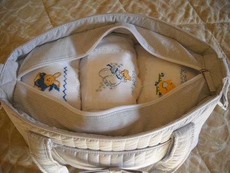 Сумка на выписку маме и малышу: 1. Одежда, обувь, верхняя одежда для...