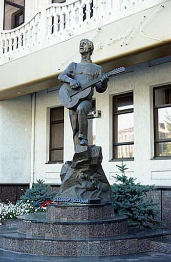 Памятники Владимиру Высоцкому. Твердость характера, широта души, масштаб личности. — фото 8