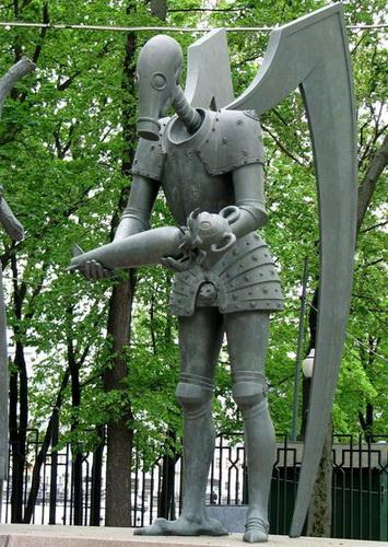 Памятник на Болотной в Москве. Чтобы уберечь детей от пороков взрослых — фото 15