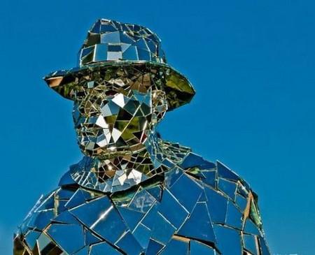 Зеркальная статуя «солнечного человека». — фото 3