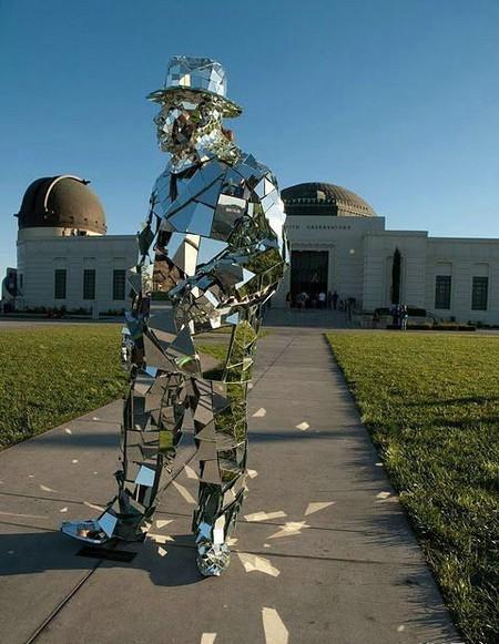 Зеркальная статуя «солнечного человека». — фото 1