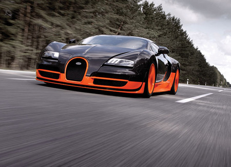 Bugatti Veyron SuperSport — очень быстр.