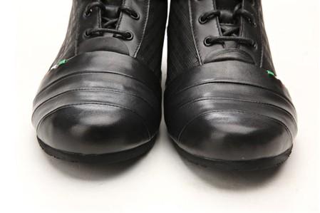 Ботинки Armani — активны.