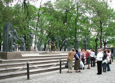 Памятник на Болотной в Москве. Чтобы уберечь детей от пороков взрослых — фото 2