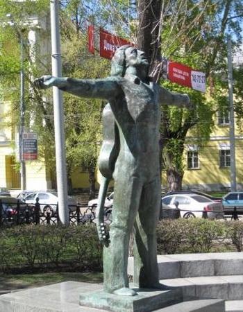 Памятники Владимиру Высоцкому. Твердость характера, широта души, масштаб личности. — фото 1