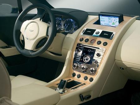 Aston Martin Rapide — спорткар.