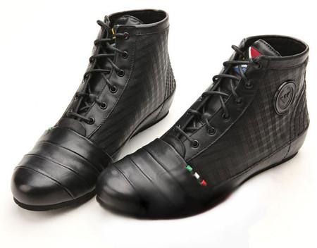 Ботинки Armani — приятная пара.