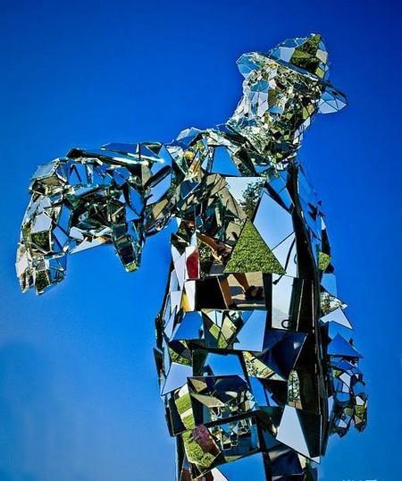 Зеркальная статуя «солнечного человека». — фото 4