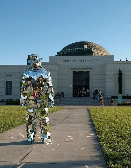 Зеркальная статуя «солнечного человека». — фото 5