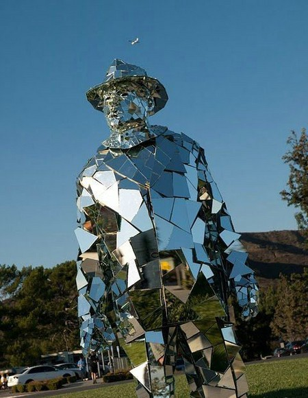 Зеркальная статуя «солнечного человека». — фото 2