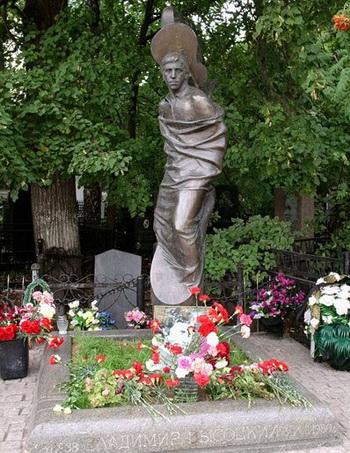Памятники Владимиру Высоцкому. Твердость характера, широта души, масштаб личности. — фото 10