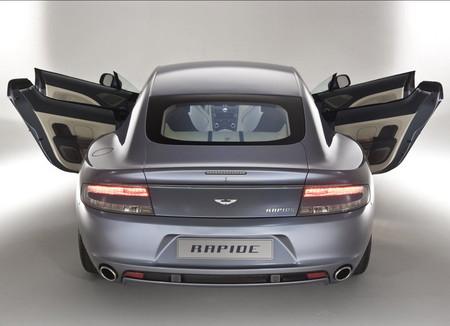 Aston Martin Rapide: четыре места.