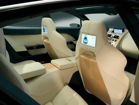 Aston Martin Rapide — комфортный спорткар.