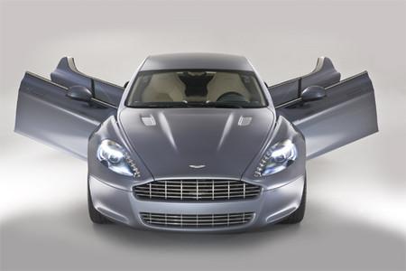 Aston Martin Rapide: четыре двери.