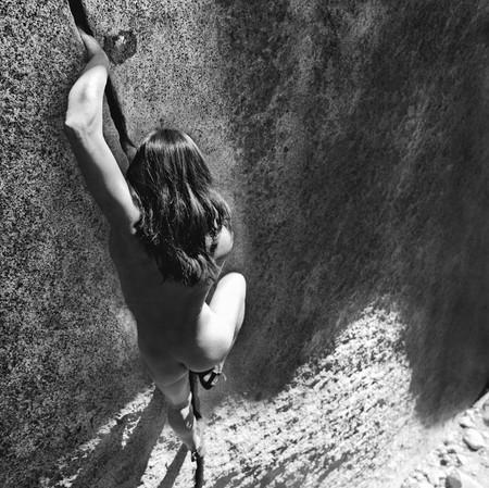 Фотографии на скалах: женщины с твердым, как камень, характером. — фото 1