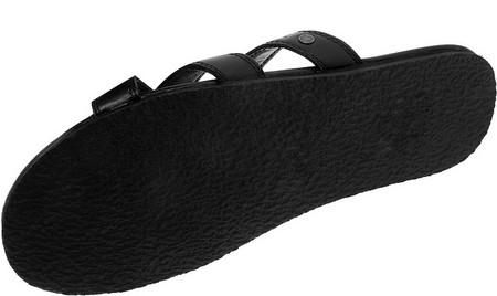 Навстречу туземке легкой походкой в сандалиях черного цвета DIESEL… — фото 2