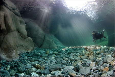 Река Верзаска – холодная, чистая и идеально прозрачная — фото 4