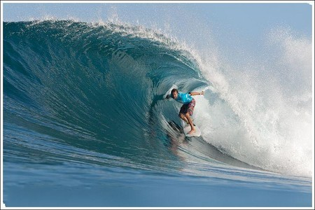 Декабрь – лучшее время для серфинга на Гавайях. Pipeline Masters – состязания серферов — фото 12