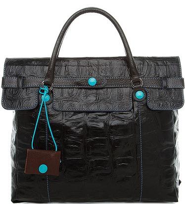 Даже в черном исполнении сумка смотрится нестрого