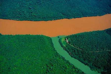 Аргентина, слияние реки Уругвай с ее притоком