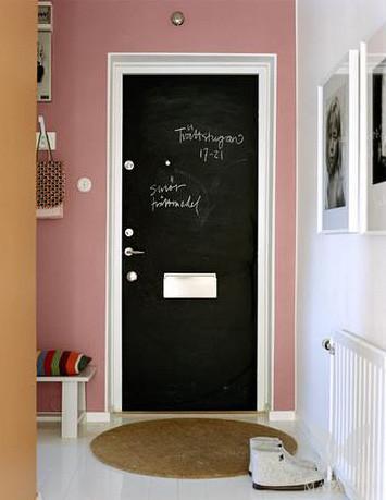 На двери записываем, кто, когда и зачем приходил )))