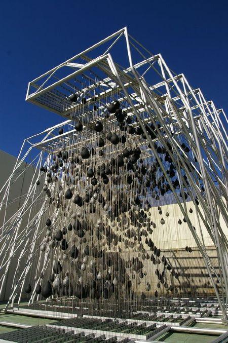 Высота конструкции — около 7 метров, масса — более 1100 кг