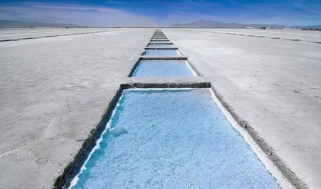Уюни в Боливии – соляное озеро, соленый отель, фламинго и паровозы — фото 27