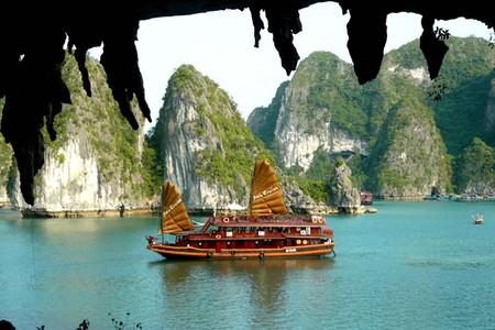 Бухта Халонг во Вьетнаме – острова, изумрудная вода и дракон — фото 18