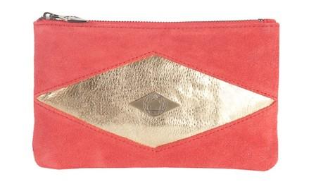 Кроме сумочек, Mohekann предлагает миниатюрные клатчи — косметички
