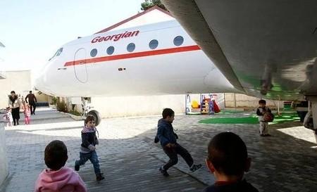 Не детский сад, а мечта! Во что превратился списанный ЯК-40 — фото 4