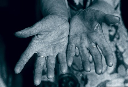 Руки пионервожатой