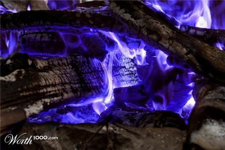 Так горит, наверное, очень редкая древесина )))