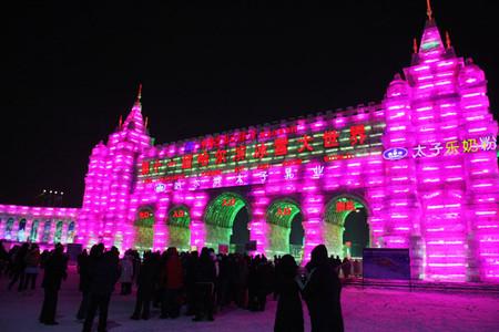 Фото собраны с нескольких последних фестивалей в Харбине