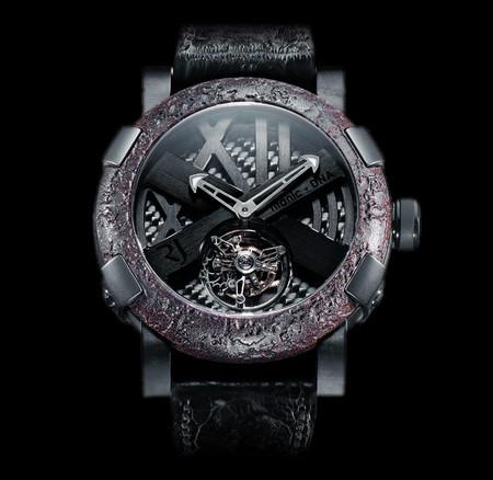 История на запястье – часы от Romain Jerome с ДНК вулкана, Титаника и Луны — фото 12