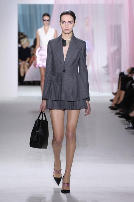 Женская коллекция Dior весна-лето 2013 — фото 16