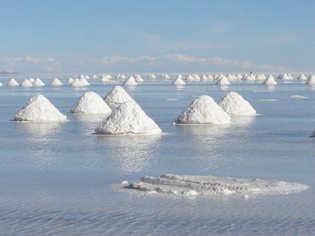 Уюни в Боливии – соляное озеро, соленый отель, фламинго и паровозы — фото 15